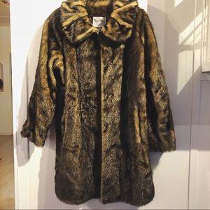 Luxury Pamela McCoy Collections Faux Fur Coat
